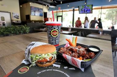 Fatburger, Hamburger, Restaurant, Wings, Table, 2018