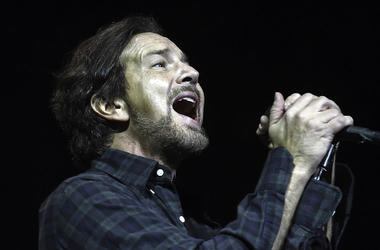 Eddie Vedder, Singing, Concert