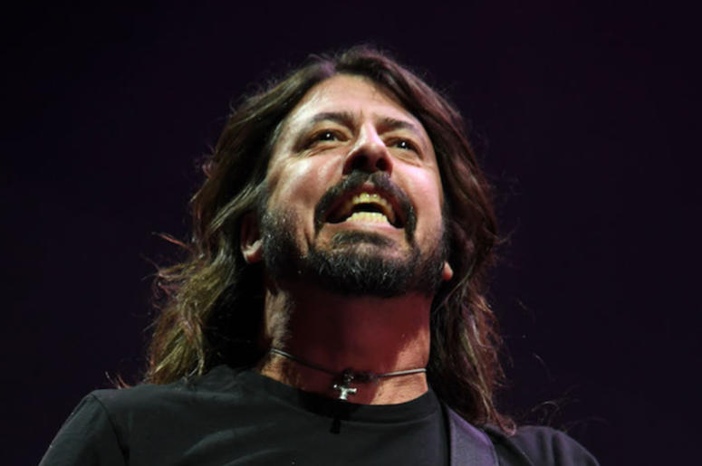 Dave Grohl, Concert, Smiling