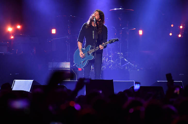 Dave Grohl, Foo Fighters, Chris Cornell Tribute, Concert, Guitar, 2017