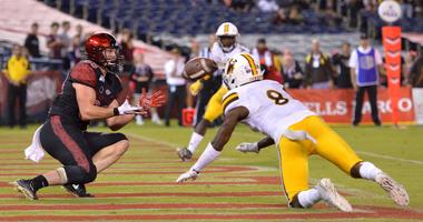 Agnew's late TD pass helps San Diego St. beat Wyoming 26-22