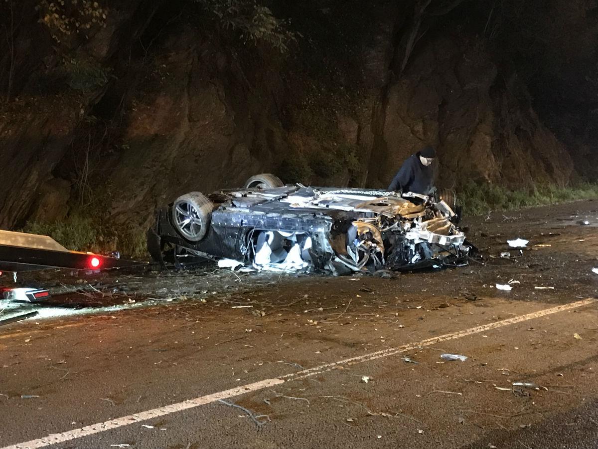 2 injured in Kelly Drive car crash   KYW