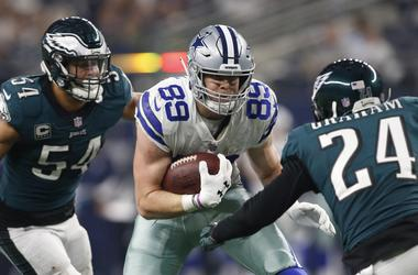 Dec 9, 2018: Dallas Cowboys tight end Blake Jarwin runs against Philadelphia Eagles free safety Corey Graham and outside linebacker Kamu Grugier-Hill in the third quarter at AT&T Stadium.