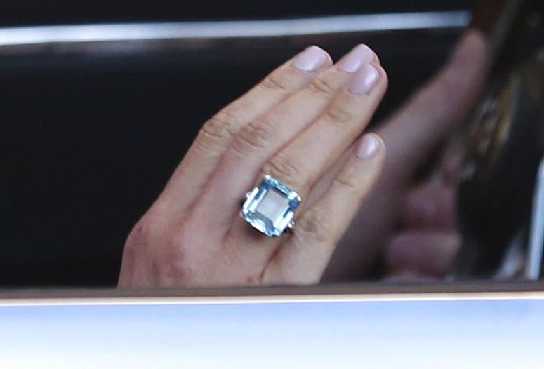 The bride wore a ring which belonged to Diana, Princess of Wales.