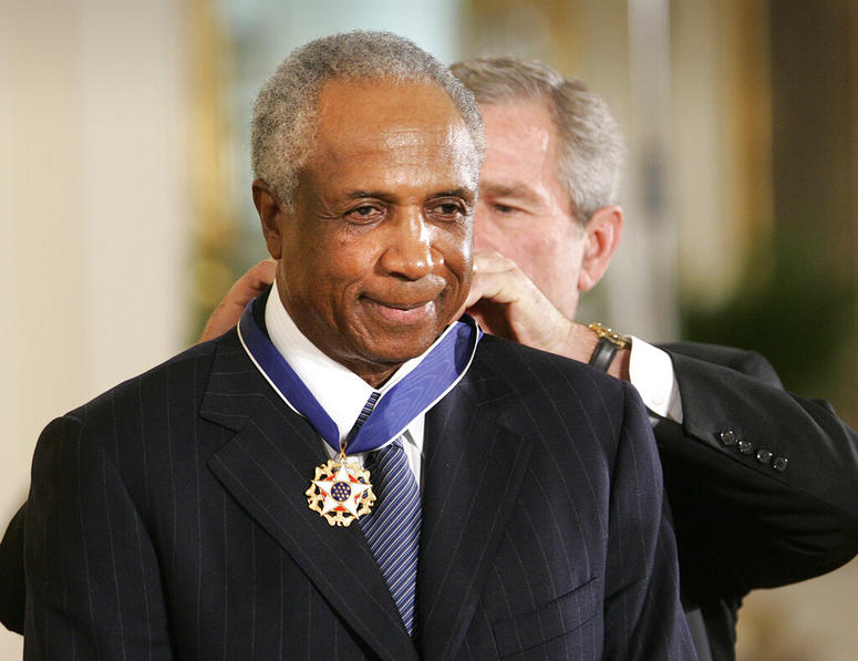 President Bush awards baseball legend Frank Robinson the Presidential Medal of Freedom Award.