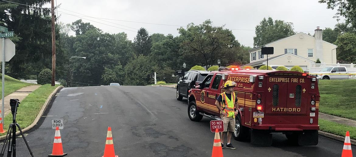 Family of 3 dead in small plane crash in residential Montco | KYW