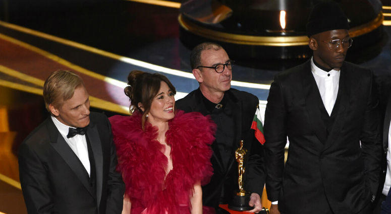 """Viggo Mortensen, from left, Linda Cardellini, Dimiter Marinov and Mahershala Ali accept the award for best picture for """"Green Book"""" at the Oscars on Sunday, Feb. 24, 2019, at the Dolby Theatre in Los Angeles."""