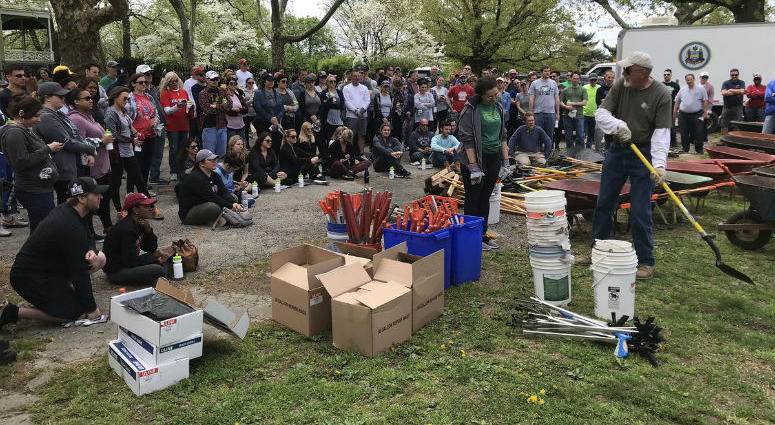 To celebrate Earth Day, Entercom partnered with Fairmount Park Conservancy to help spruce up the Lemon Hill Project near boathouse row.