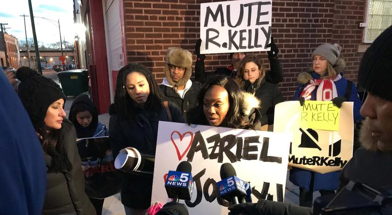 On a night he was facing a protest in his hometown of Chicago, singer R. Kelly appeared to be partying at a local club, where he proclaimed he's not concerned with the controversy brewing around him.