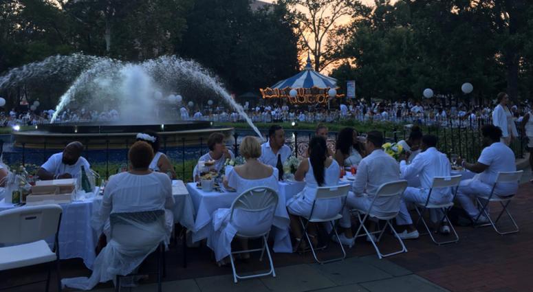 Diner en Blanc 2017 took place at Franklin Square.