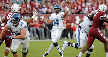Villanova quarterback Zach Bednarczyk (center)