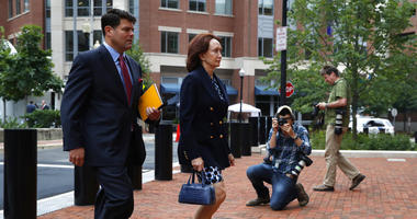 Kathleen Manafort, right, wife of Paul Manafort, walks with Manafort spokesman Jason Maloni, left, to federal court for continuing jury deliberation in the trial of the former Donald Trump campaign chairman.