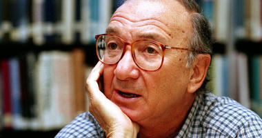 In this Sept. 22, 1994, file photo, american playwright Neil Simon answers questions during an interview in Seattle, Wash.
