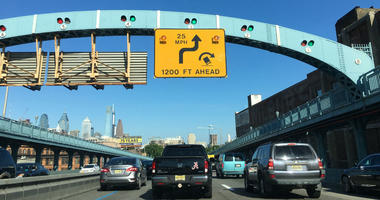 A new yellow sign with the truck rollover symbol was installed on the westbound Ben Franklin Bridge.