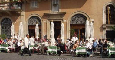 A Roman cafe
