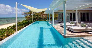 All six of the villas on the Banwa Private Island resort have a swimming pool and hot tub.