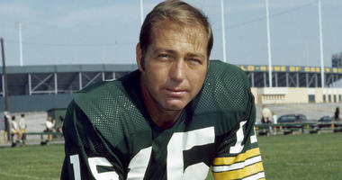 Bart Starr, the Hall of Fame Green Bay Packers quarterback who won the first two Super Bowl titles in the 1960s, died at the age of 85 in Birmingham, Alabama, the Packers said.