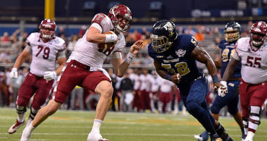 Temple Owls quarterback Frank Nutile (18) runs into the end zone to score a touchdown against the FIU Panthers during the first half in the 2017 Gasparilla Bowl at Tropicana Field.