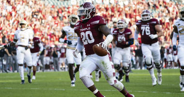 Sep 28, 2019; Philadelphia, PA, USA; Temple Owls running back Re'Mahn Davis (20) runs with the ball for a touchdown during the second quarter of the game against the Georgia Tech Yellow Jackets at Lincoln Financial Field.