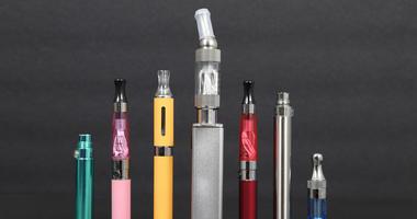 Electronic cigarettes is gaining popularity among teenagers.