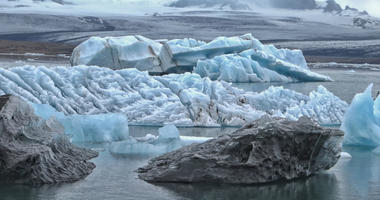Ice melt near North pole due to the climate change