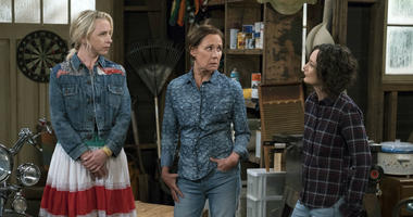 """This image released by ABC shows Lecy Goranson, from left, Laurie Metcalf and Sara Gilbert in a scene from """"The Connors,"""" airing Tuesdays on ABC."""
