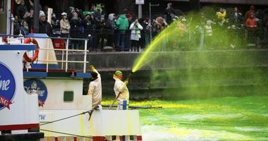 Chicago Journeymen Plumbers dye the Chicago River green.