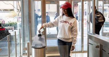 A mobile OWLcard allows students to use their food to buy meals, get into their dorms, access campus buildings, and more.