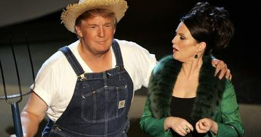 """Donald Trump and actress Megan Mullally perform the """"Green Acres"""" theme onstage at the 57th Annual Emmy Awards, Sept. 18, 2005 in Los Angeles, California."""