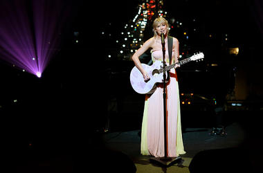 APRIL 23: Taylor Swift performs during the TIME 100 Gala 2019 Dinner at Jazz at Lincoln Center on April 23, 2019 in New York City. (Photo by Dimitrios Kambouris/Getty Images for TIME)