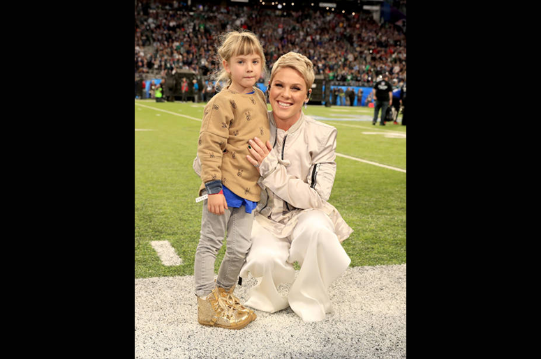 MINNEAPOLIS, MN - FEBRUARY 04: Recording artist Pink (R) poses with daughter Willow Sage Hart before the National Anthem during the Super Bowl LII Pregame show at U.S. Bank Stadium on February 4, 2018 in Minneapolis, Minnesota. (Photo by Christopher Polk/