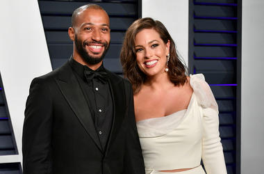 BEVERLY HILLS, CA - FEBRUARY 24: Justin Ervin (L) and Ashley Graham attend the 2019 Vanity Fair Oscar Party hosted by Radhika Jones at Wallis Annenberg Center for the Performing Arts on February 24, 2019 in Beverly Hills, California. (Photo by Dia Dipasup