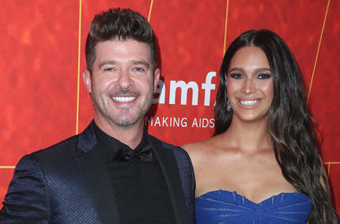 BEVERLY HILLS- OCTOBER 18: Robin Thicke and April Love Geary at amfAR Gala Los Angeles 2018 at Wallis Annenberg Center for the Performing Arts on October 18, 2018 in Beverly Hills, California. (Photo by Scott Kirkland/PictureGroup/Sipa USA)