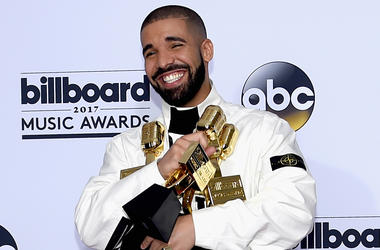 LAS VEGAS, NV - MAY 21: Rapper Drake poses in the press room with his awards for Top Artist, Top Male Artist, Top Billboard 200 Artist, Top Billboard 200 Album for 'Views,' Top Hot 100 Artist, Top Song Sales Artist, Top Streaming Artist, Top Streaming Son