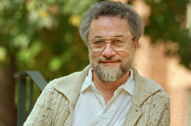 """In this October 1987, file photo, Adrian Cronauer, a disc jockey on the Saigon-based Dawn Buster radio show from 1965-1966 whose experiences in the Vietnam War were chronicled in the movie """"Good Morning, Vietnam,"""" poses outside his home in Philadelphia, P"""