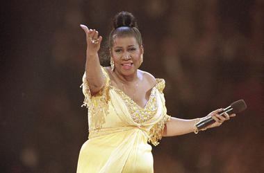 In this Jan. 19, 1993 file photo, singer Aretha Franklin performs at the inaugural gala for President Bill Clinton in Washington. Franklin died Thursday, Aug. 16, 2018 at her home in Detroit. She was 76. (AP Photo/Amy Sancetta, File)