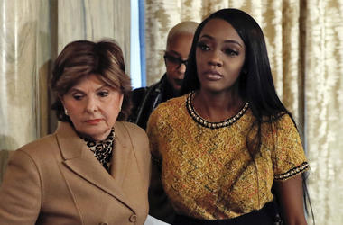 """Attorney Gloria Allred, left escorts Faith Rogers after a news conference about R&B singer R. Kelly in New York, Monday, Jan. 14, 2019. Kelly has been under fire since the recent airing of a Lifetime documentary """"Surviving R. Kelly ."""" He has denied all al"""