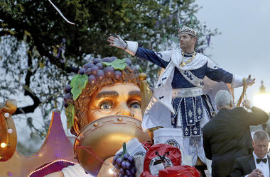 """Bacchus LI, actor Jensen Ackles, throws to the crowd as the 1,600 men of Bacchus present their 32-float Mardi Gras parade entitled """"Starring Louisiana"""" on the Uptown route in New Orleans on Sunday, March 3, 2019. (Michael DeMocker/The Times-Picayune via A"""