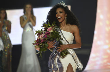 Miss North Carolina Cheslie Kryst wins the 2019 Miss USA final competition in the Grand Theatre in the Grand Sierra Resort in Reno, Nev., on Thursday. (Jason Bean/The Reno Gazette-Journal via AP)