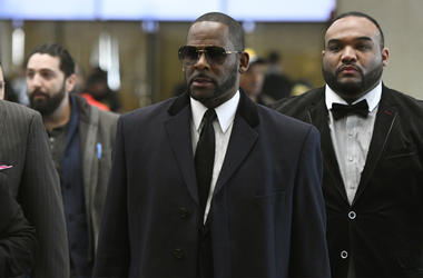 Musician R. Kelly, center, arrives at the Leighton Criminal Court building for a hearing Tuesday, May 7, 2019, in Chicago. (AP Photo/Matt Marton)