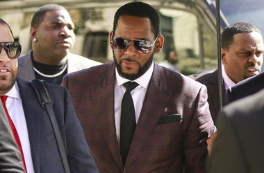 R&B singer R. Kelly, center, arrives at the Leighton Criminal Court building for an arraignment on sex-related felonies Wednesday, June 26, 2019 in Chicago. (AP Photo/Amr Alfiky)