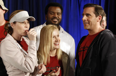 "In this April 14, 2009, file photo cast members, from left, Jenna Fischer, Angela Kinsey, Craig Robinson, and Steve Carell are seen after cutting a cake celebrating the 100th episode of the television show ""The Office"" in Malibu, California. (AP Photo/Mat"