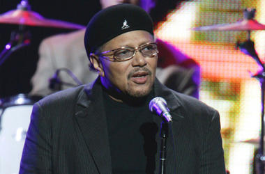 "This Sept. 20, 2005 file photo shows singer Art Neville performing during the ""From the Big Apple to the Big Easy"" benefit concert in New York. (AP Photo/Jeff Christensen, File)"