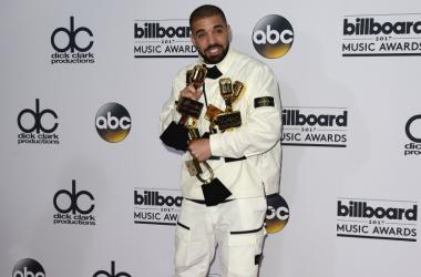 Drake at the 2017 Billboard Music Awards