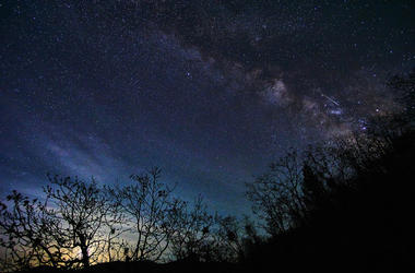 Milky Way with Lyrids Meteor Shower