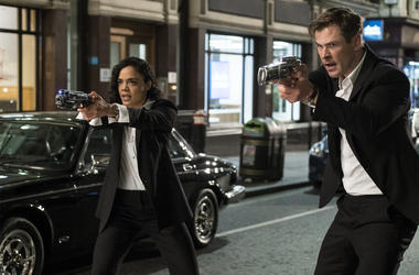 Chris Hemsworth and Tessa Thompson in 'Men In Black: International' (Photo credit: Sony Pictures)
