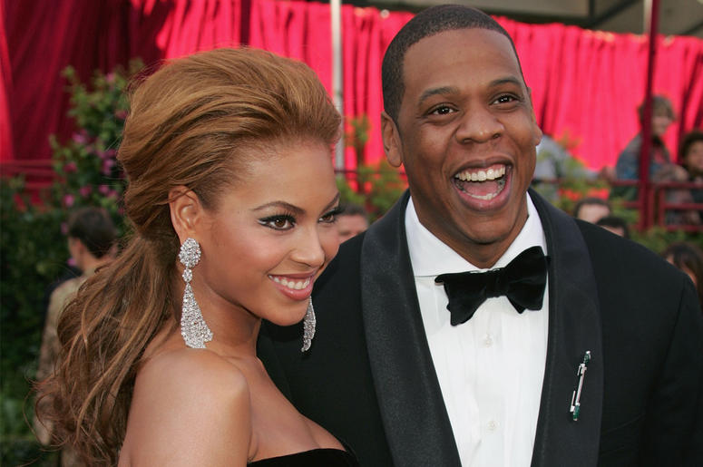 HOLLYWOOD, CA - FEBRUARY 27: Singer Beyonce Knowles and rapper Jay-Z arrive at the 77th Annual Academy Awards at the Kodak Theater on February 27, 2005 in Hollywood, California. (Photo by Carlo Allegri/Getty Images)