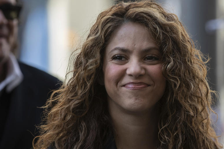 Colombian singers Shakira, right, and Carlos Vives, background, arrive at court in Madrid, Spain, Wednesday, March 27, 2019.  (AP Photo)