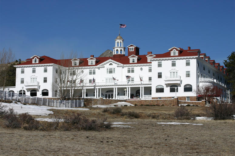 Stanley Hotel in Estes Park, Colorado under a clear blue sky.