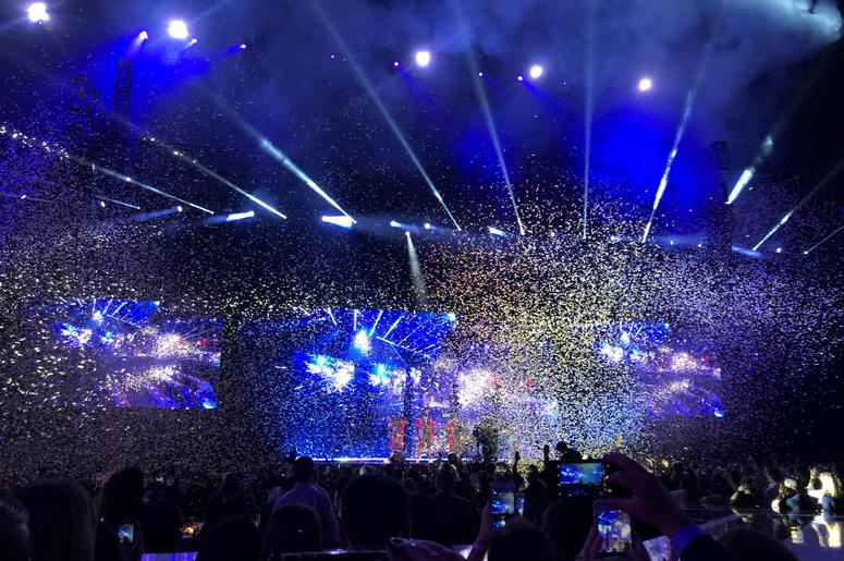 Bruno performs in a shower of confetti